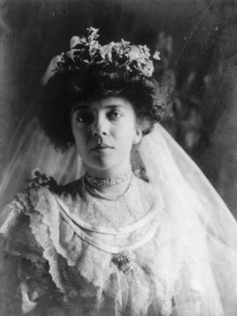 Frances Benjamin Johnston's wedding portrait of Alice Roosevelt, 1906